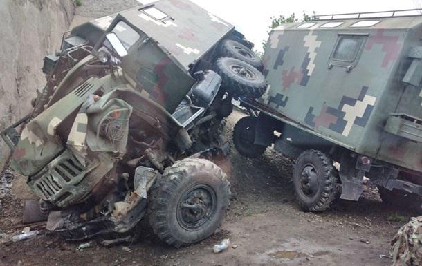 На Харківщині військовий ЗІЛ протаранив міст, є постраждалі