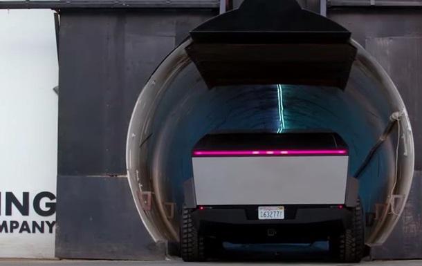 Маск проехал на Cybertruck по подземному тоннелю