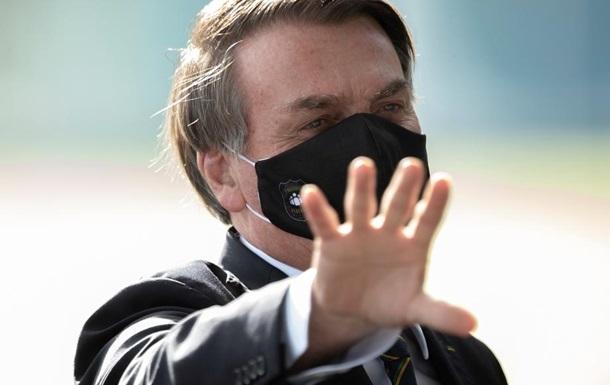 Вірус придумали ЗМІ. Скандали президента Бразилії