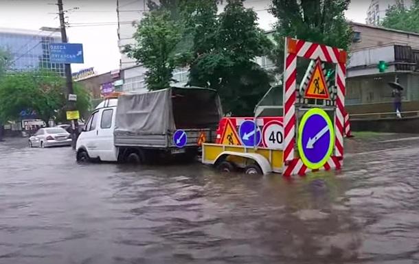 Ливень затопил Киев: на дорогах пробки