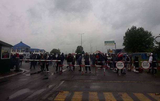 Водители заблокировали КПП на границе с Венгрией