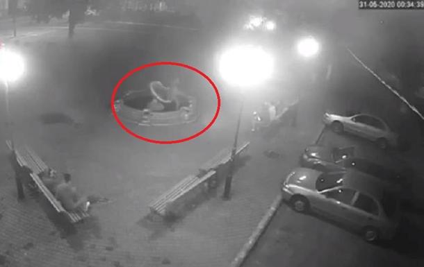 В Боярке под Киевом снова сломали фонтан