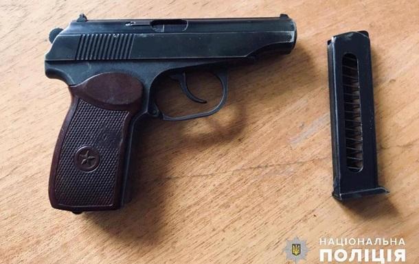 Під Києвом колишній коп влаштував стрілянину, є постраждалі