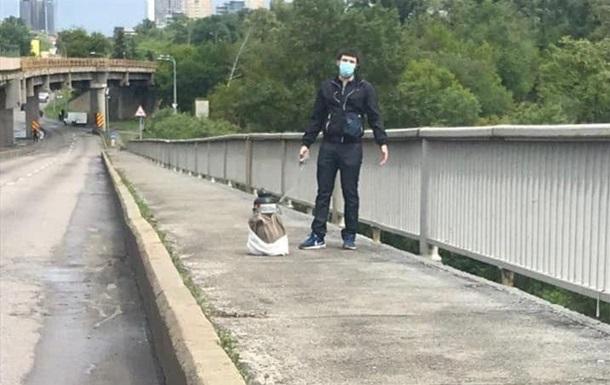 Мінера моста в Києві затримали