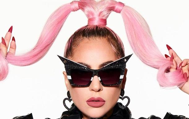 Леди Гага в топе и лосинах удивила лишним весом