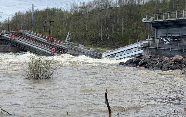 У Росії впав залізничний міст
