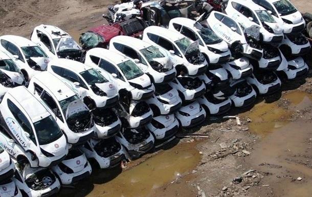 В США бросили на свалке десятки электромобилей