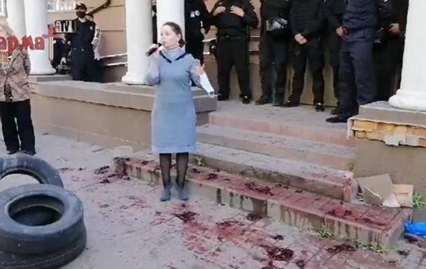 Активисты в Бердянске протестуют возле суда