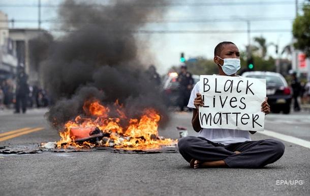 У США зріс попит на перцеві балончики і книги про расизм - ЗМІ