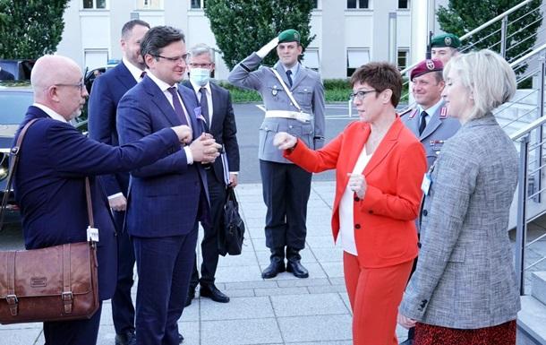 Кулеба и Ермак начали визит в Берлин