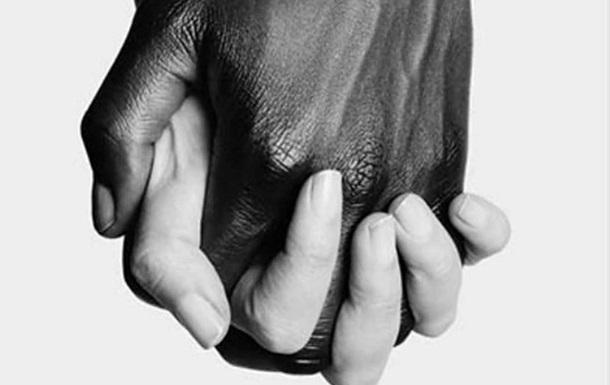 Звезды запустили флешмоб в поддержку темнокожих