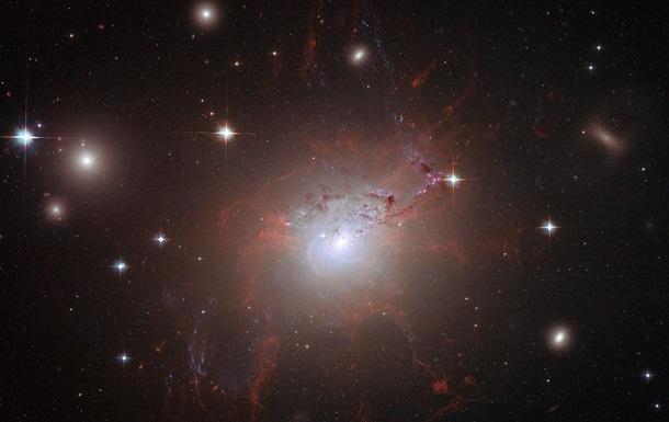 Хаббл снял редкое массивное скопление звезд