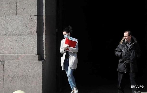 Около ста тысяч сотрудников получили помощь по частичной безработице