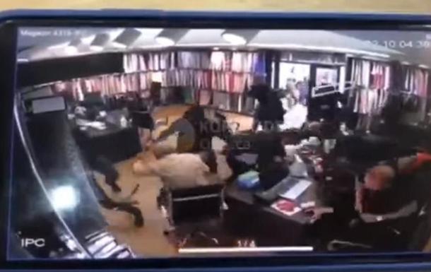 Появилось видео изнутри магазина во время стрельбы на рынке Одессы