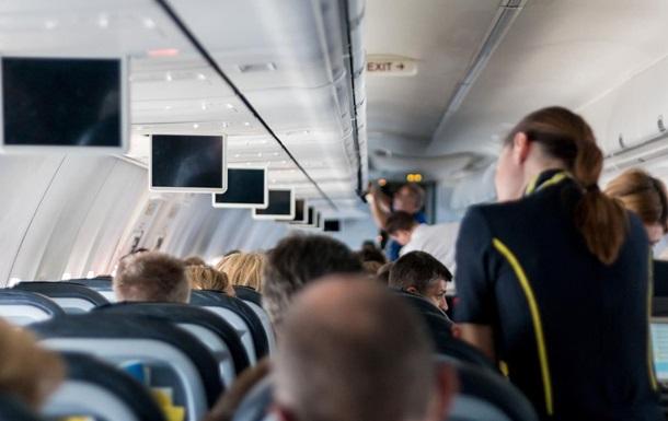 Стюардесса рассказала о возмутительных поступках пассажиров