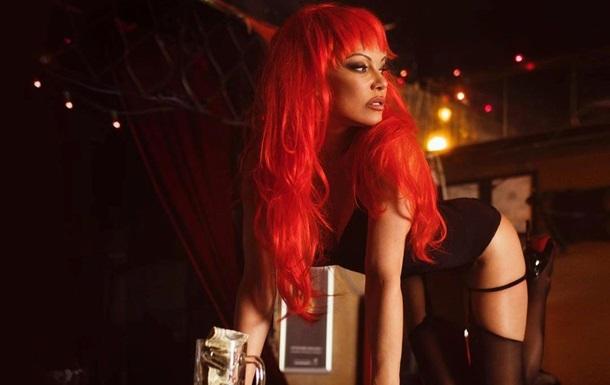 Памела Андерсон розбурхала мережу еротичним відео