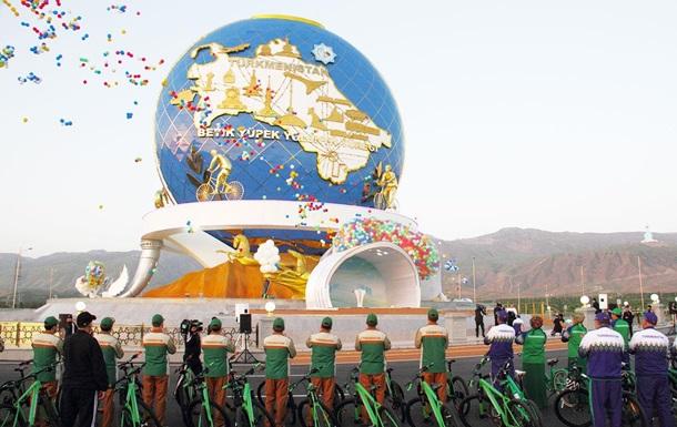 Гігантський монумент велосипеду відкрили у Туркменістані