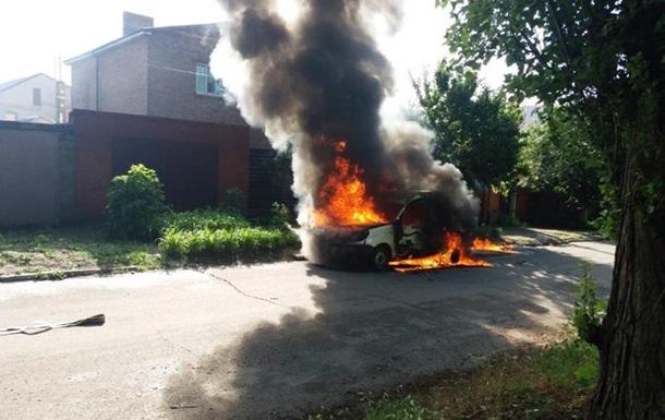 В Никополе сгорело авто с человеком