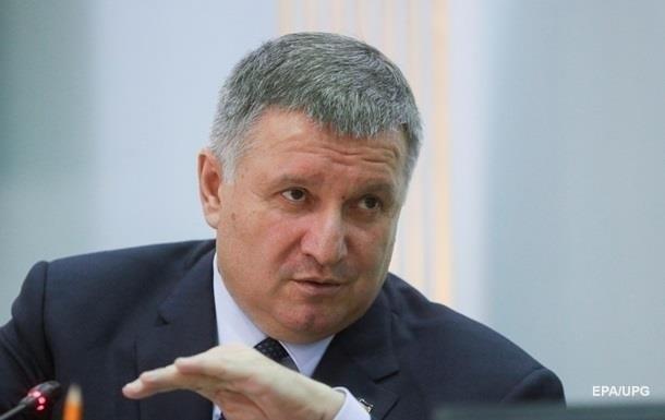 Аваков у Раді відмовився вибачатися за підлеглих