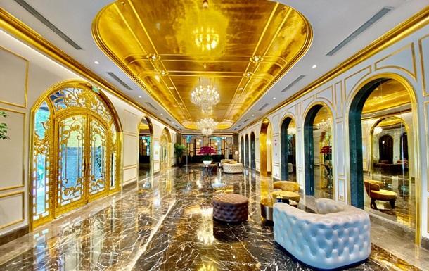 Во Вьетнаме открылся покрытый золотом отель