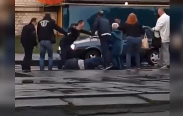 В Киеве за просьбу одеть маску избили водителя трамвая