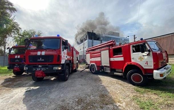 В Запорожье произошел крупный пожар на обувной фабрике
