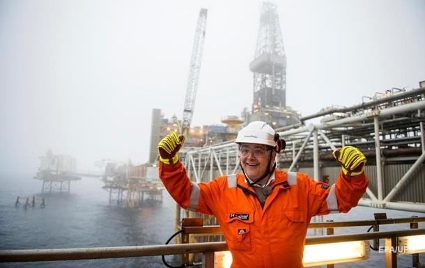 Страны ОПЕК+ продлили сокращение добычи нефти