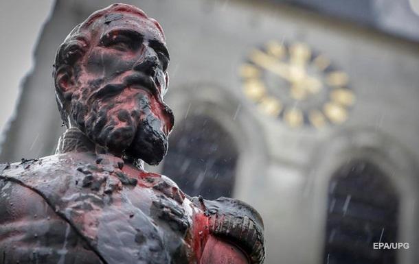 В Бельгии демонтировали памятник королю из-за протестов