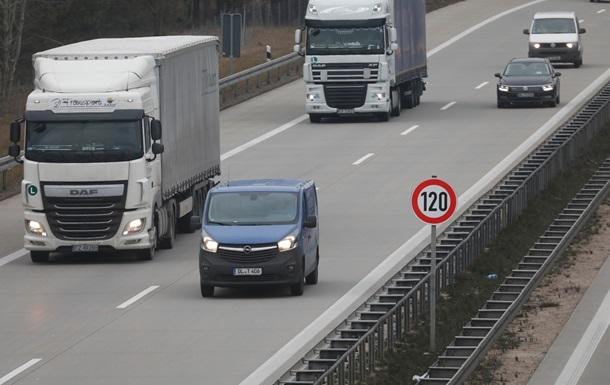 Больше половины украинских водителей сократили поездки из-за карантина