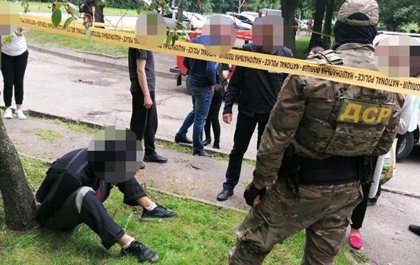 Во Львове со стрельбой задержали грабителей