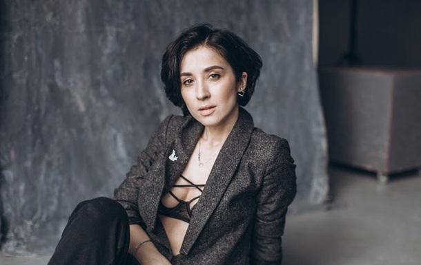 Певица Анна Завальская снялась в микро-бикини