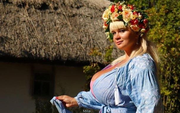 Українська модель з 13 розміром грудей пішла в ММА