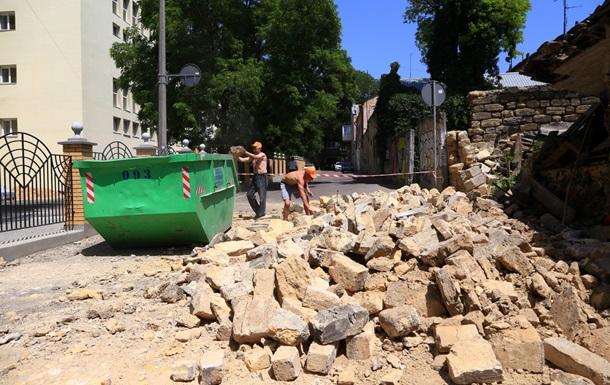 У старій частині Одеси відбуваються дивні руйнування