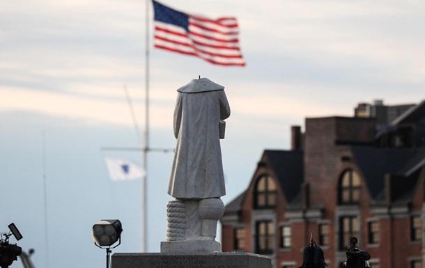 У США масово оскверняють пам ятники Колумбу