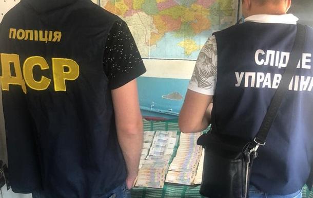 У Миколаєві чиновник вимагав  відкат  за дезінфекцію зупинок