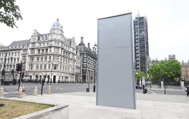 У Лондоні влада відгородила пам ятник Черчиллю напередодні протестів