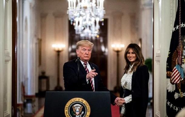 Меланія Трамп не переїжджала в Білий дім через шлюбний контракт - ЗМІ