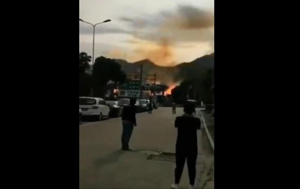 У Китаї вибухнув бензовоз: багато загиблих
