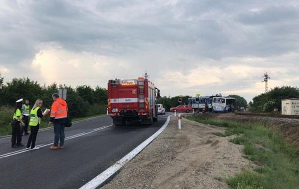 В Чехии поезд столкнулся с автобусом на переезде