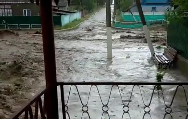 Опубліковані фото і відео затоплених одеських сіл