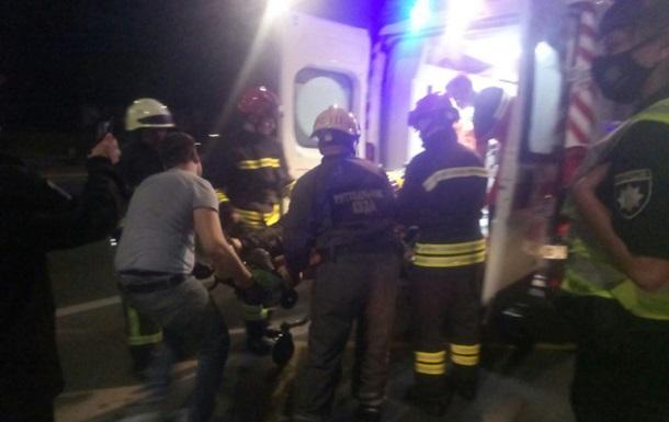 В парке Киева прохожий упал в колодец глубиной 20 метров