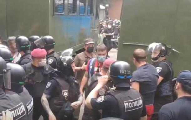 Под судом по делу Стерненко задержали активистов