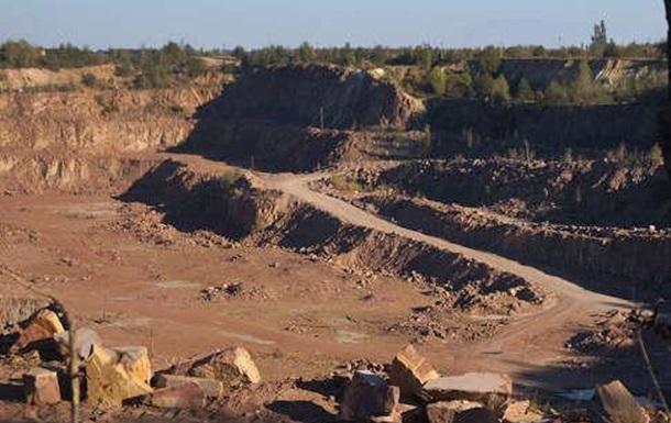 Експосадовці  Укрзалізниці  організували незаконний видобуток граніту
