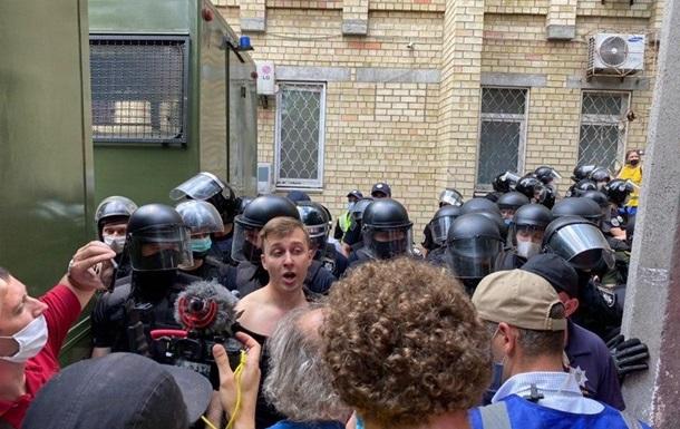 Нардеп Лозинский пострадал от рук полиции под Шевченковским судом