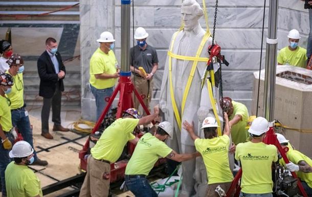 У США під час знесення пам ятника знайшли 84-річний бурбон: фото