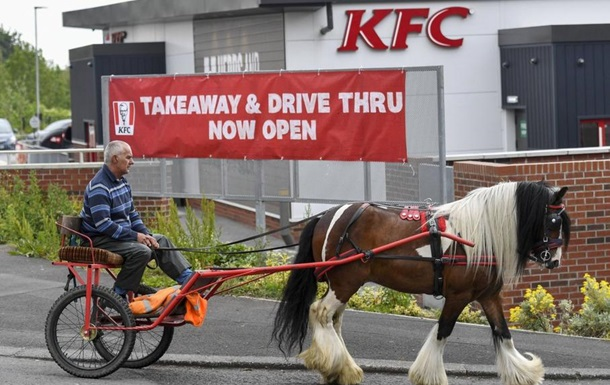 В KFC-авто отказались обслужить мужчину на конной повозке