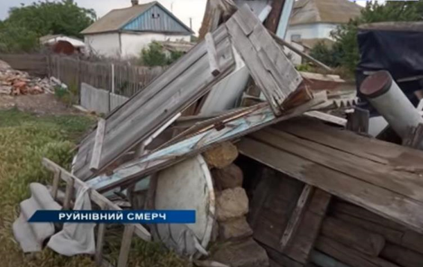 У Херсонській області смерч пошкодив будинки