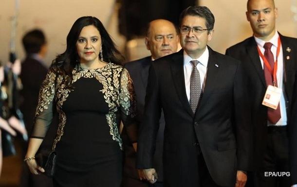 В Гондурасе президент и первая леди заболели COVID-19