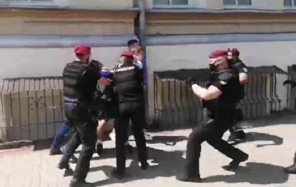 В Киеве пытались напасть на протестующих