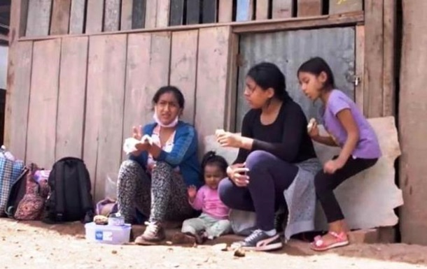 Перуанка с тремя детьми прошла более 500 км, чтобы спастись от COVID-19